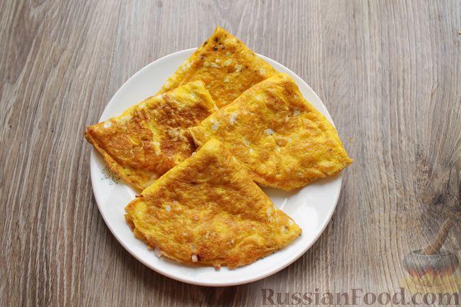 Фото приготовления рецепта: Бутерброды с яичными блинчиками, ветчиной и сыром - шаг №12