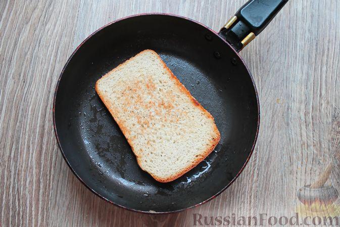 Фото приготовления рецепта: Бутерброды с яичными блинчиками, ветчиной и сыром - шаг №13