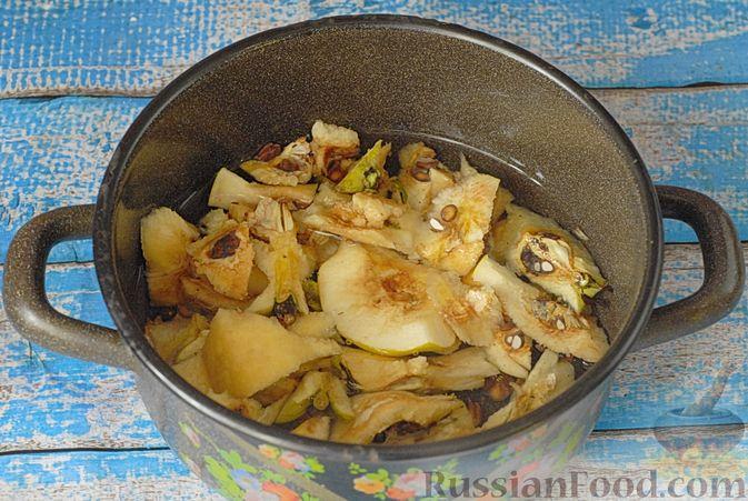 Фото приготовления рецепта: Айвовое варенье - шаг №3