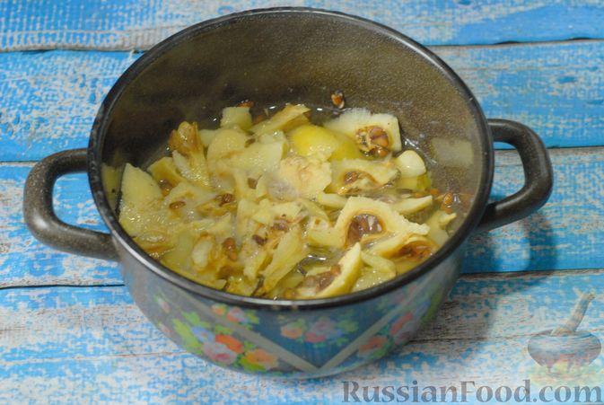 Фото приготовления рецепта: Дрожжевые пирожки с яблоками - шаг №14