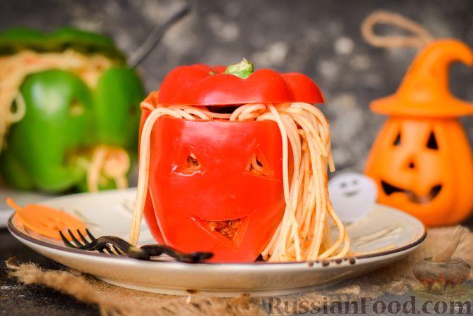 Фото к рецепту: Болгарский перец с начинкой из спагетти с мясным фаршем