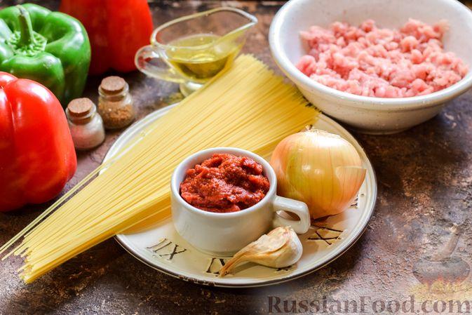 Фото приготовления рецепта: Болгарский перец с начинкой из спагетти с мясным фаршем - шаг №1