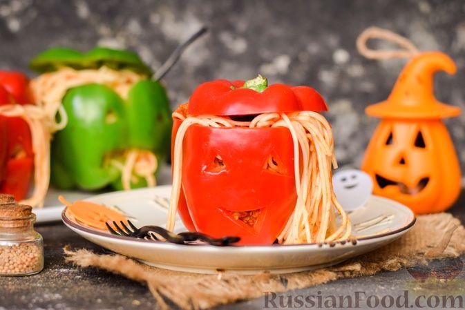 Фото приготовления рецепта: Болгарский перец с начинкой из спагетти с мясным фаршем - шаг №12