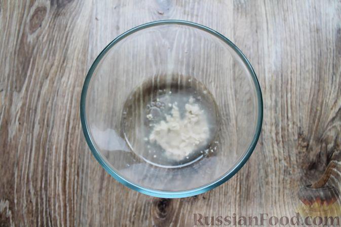 Фото приготовления рецепта: Сосиски-спиральки в дрожжевом тесте, на шпажках - шаг №2