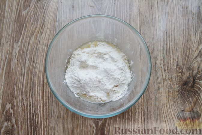 Фото приготовления рецепта: Сосиски-спиральки в дрожжевом тесте, на шпажках - шаг №5