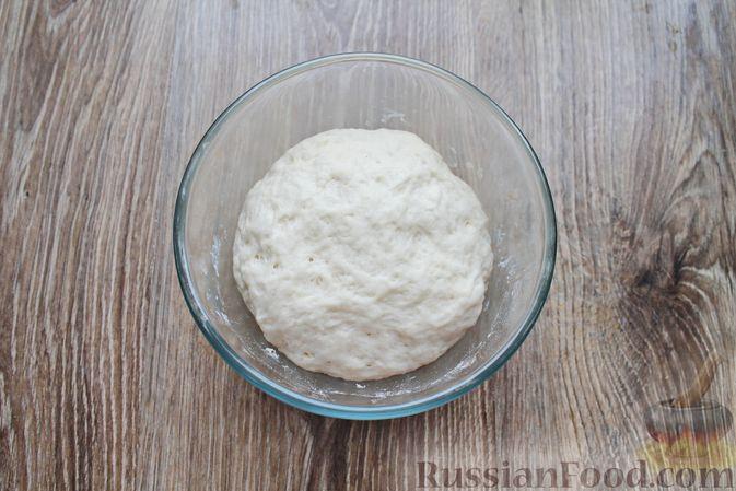 Фото приготовления рецепта: Сосиски-спиральки в дрожжевом тесте, на шпажках - шаг №7