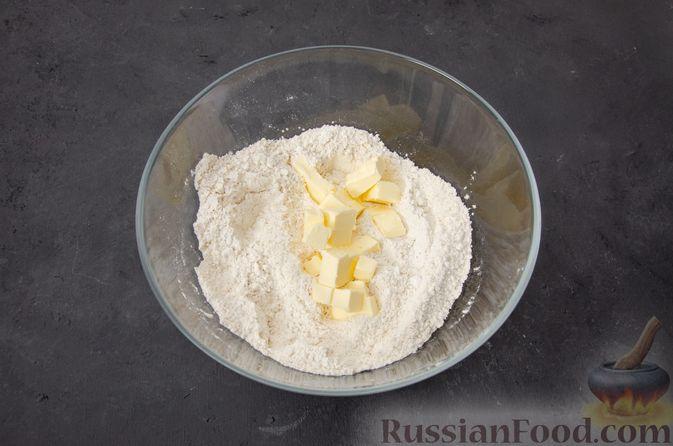 Фото приготовления рецепта: Тыквенные сконы с грецкими орехами и корицей - шаг №7
