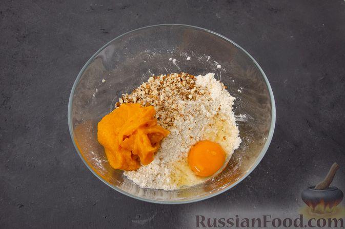 Фото приготовления рецепта: Тыквенные сконы с грецкими орехами и корицей - шаг №9
