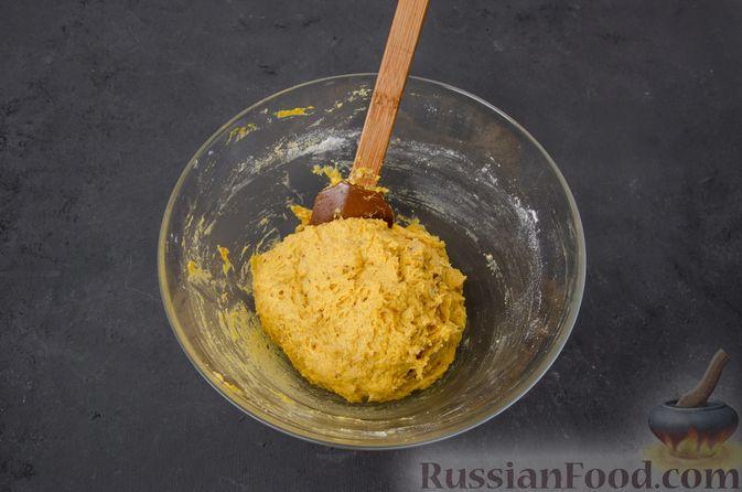 Фото приготовления рецепта: Тыквенные сконы с грецкими орехами и корицей - шаг №10