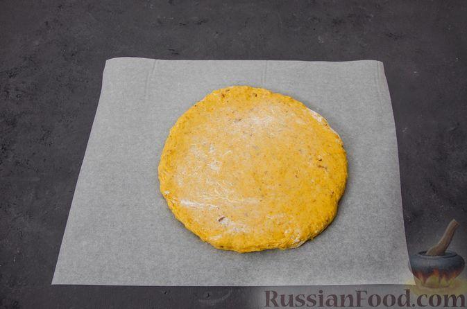 Фото приготовления рецепта: Тыквенные сконы с грецкими орехами и корицей - шаг №11