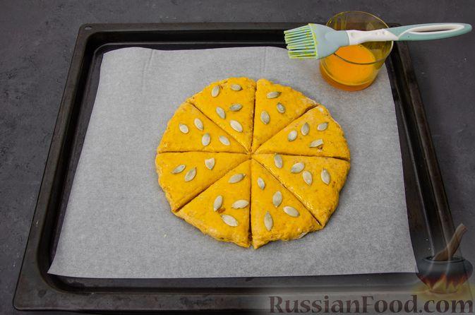 Фото приготовления рецепта: Тыквенные сконы с грецкими орехами и корицей - шаг №13