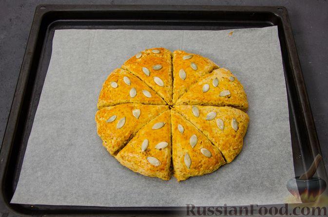 Фото приготовления рецепта: Тыквенные сконы с грецкими орехами и корицей - шаг №14
