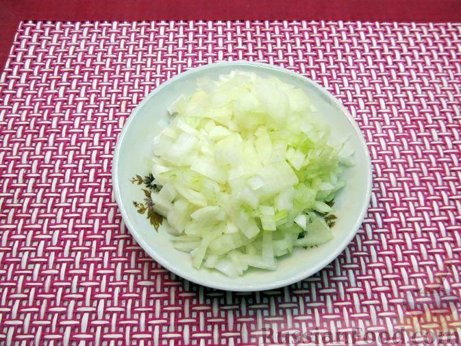 Фото приготовления рецепта: Рагу с курицей, картофелем и тыквой - шаг №4