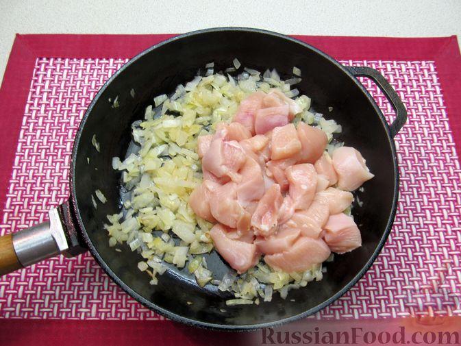 Фото приготовления рецепта: Рагу с курицей, картофелем и тыквой - шаг №7