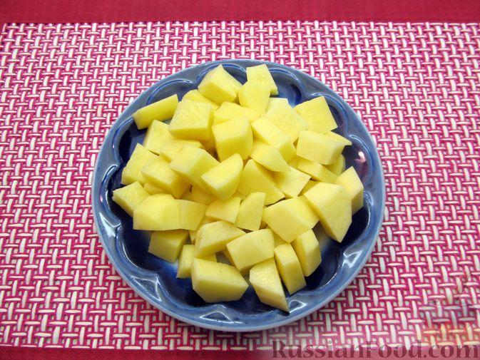 Фото приготовления рецепта: Рагу с курицей, картофелем и тыквой - шаг №3