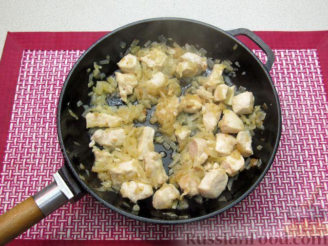 Фото приготовления рецепта: Рагу с курицей, картофелем и тыквой - шаг №8