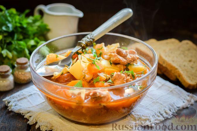 Фото к рецепту: Щи из свежей капусты со свининой и помидорами