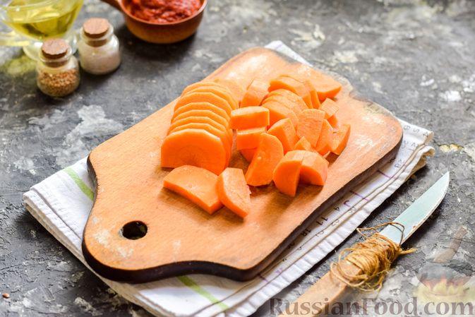 Фото приготовления рецепта: Щи из свежей капусты со свининой и помидорами - шаг №4