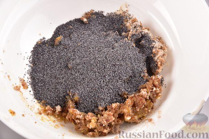 Фото приготовления рецепта: Конфеты из сухофруктов с орехами и маком - шаг №4