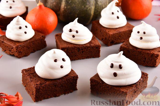 """Фото к рецепту: Шоколадные брауни с безе """"Привидения"""""""