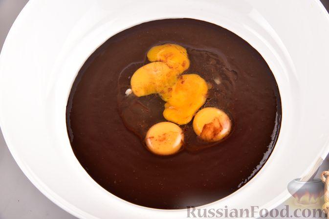 """Фото приготовления рецепта: Шоколадные брауни с безе """"Привидения"""" - шаг №4"""