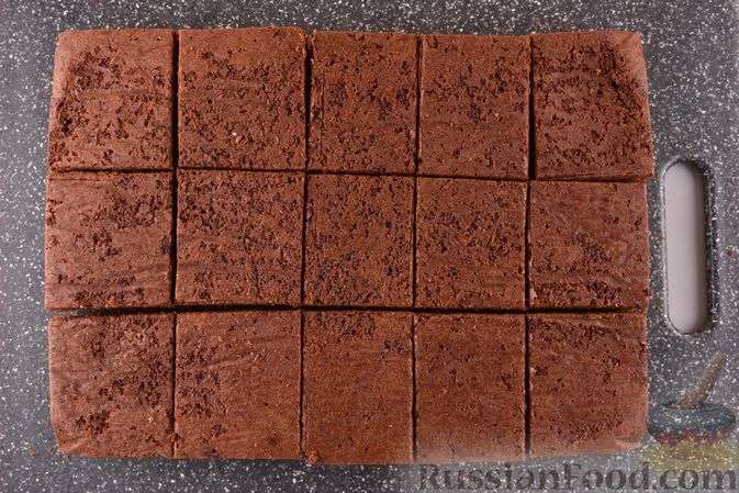 """Фото приготовления рецепта: Шоколадные брауни с безе """"Привидения"""" - шаг №15"""