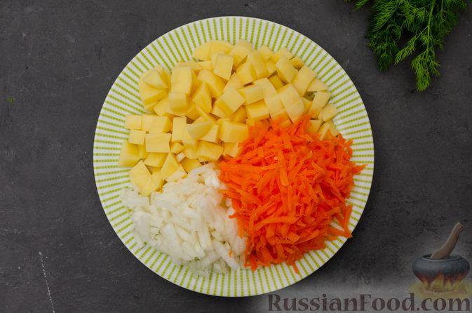 Фото приготовления рецепта: Куриный суп с картофелем - шаг №3