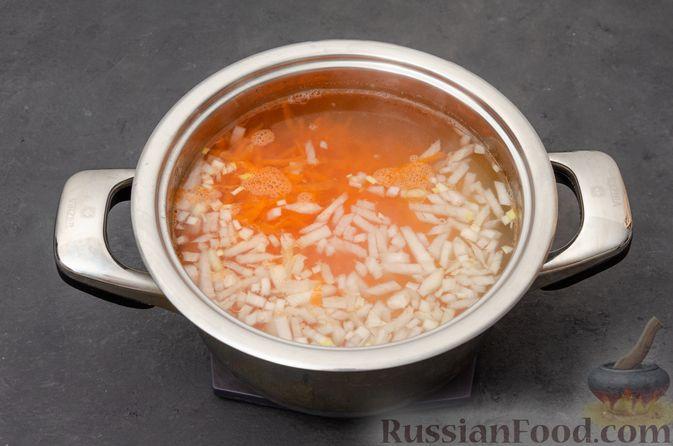 Фото приготовления рецепта: Куриный суп с картофелем - шаг №6