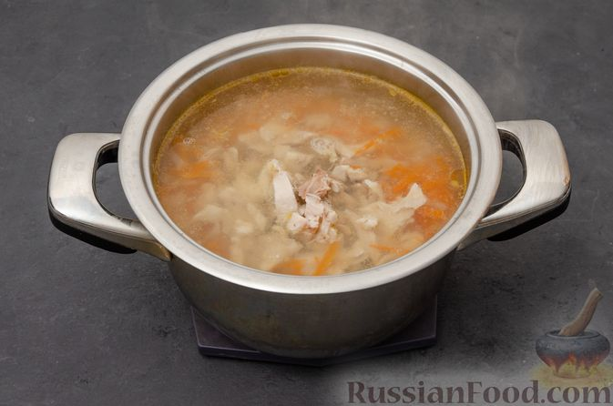 Фото приготовления рецепта: Куриный суп с картофелем - шаг №8