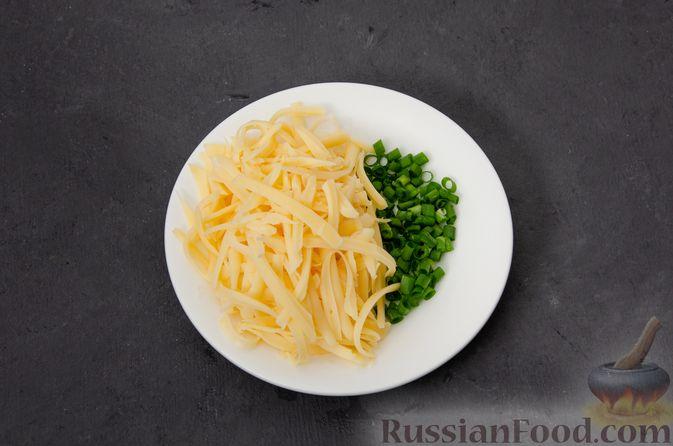 Фото приготовления рецепта: Киш с тунцом и луком-пореем в яично-сливочной заливке - шаг №17