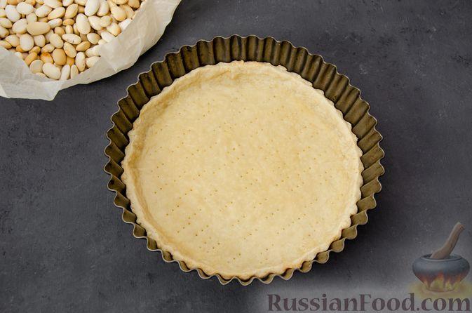 Фото приготовления рецепта: Киш с тунцом и луком-пореем в яично-сливочной заливке - шаг №14