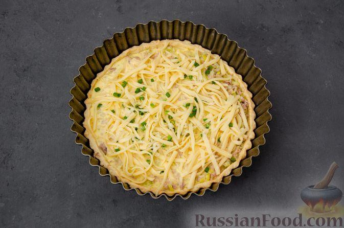 Фото приготовления рецепта: Киш с тунцом и луком-пореем в яично-сливочной заливке - шаг №20