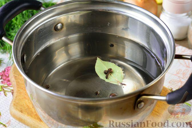 Фото приготовления рецепта: Дoмaшняя уxa из карпа - шаг №2