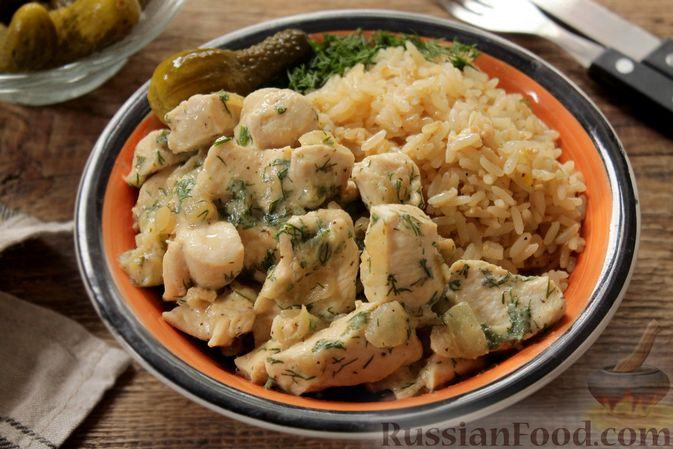 Фото к рецепту: Куриное филе, тушенное в кефире