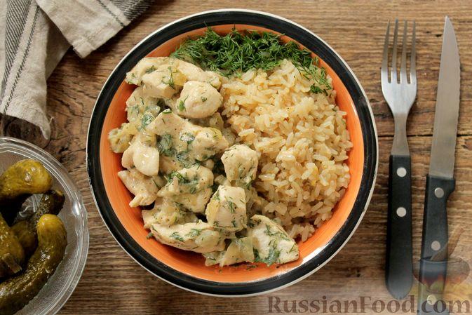 Фото приготовления рецепта: Куриное филе, тушенное в кефире - шаг №10
