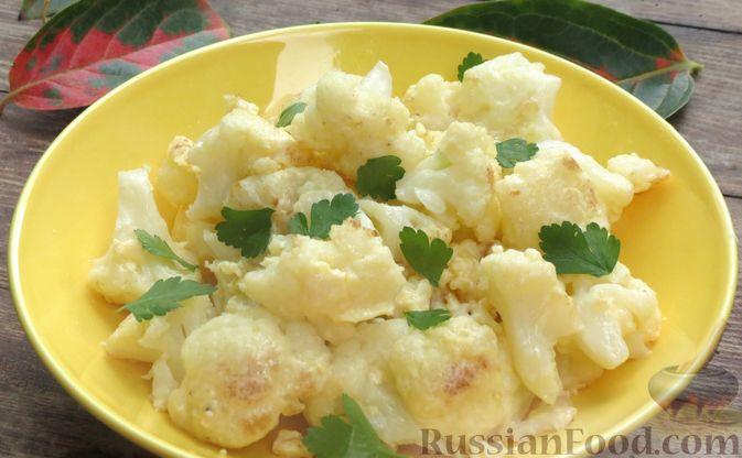 Фото приготовления рецепта: Цветная капуста, жаренная с яйцами и сыром - шаг №10