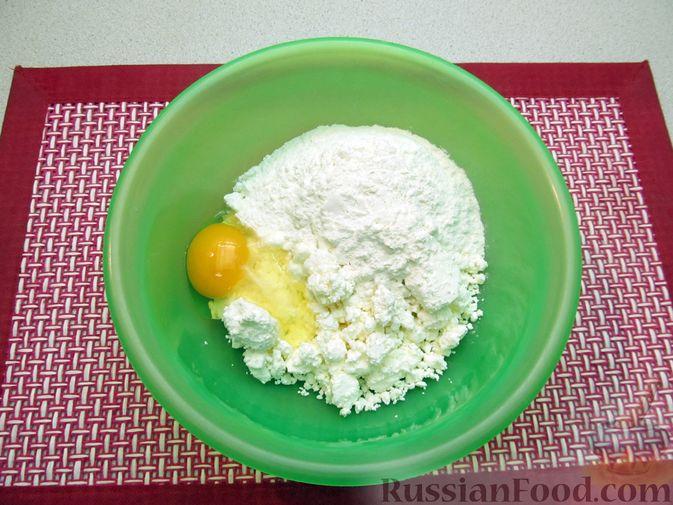 Фото приготовления рецепта: Несладкие ленивые вареники с томатным соусом - шаг №2