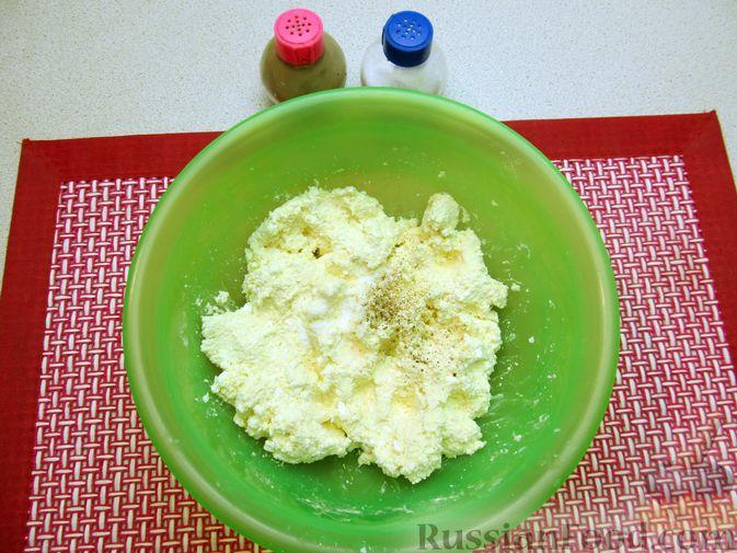 Фото приготовления рецепта: Несладкие ленивые вареники с томатным соусом - шаг №3
