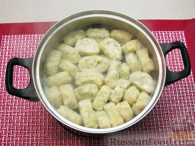 Фото приготовления рецепта: Несладкие ленивые вареники с томатным соусом - шаг №17
