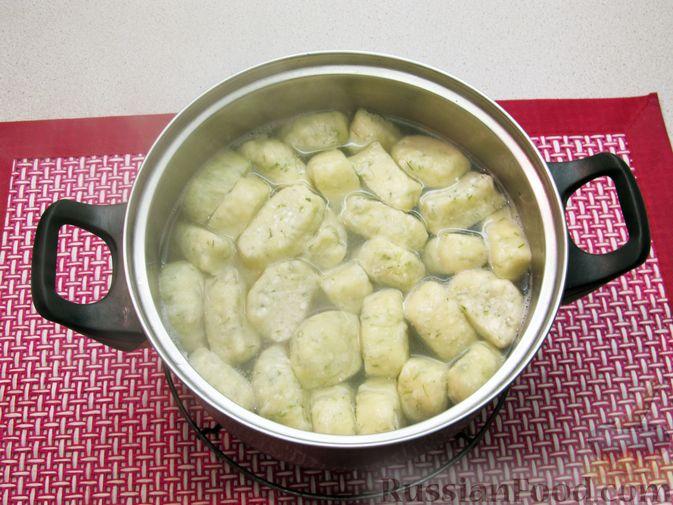 Фото приготовления рецепта: Несладкие ленивые вареники с томатным соусом - шаг №18
