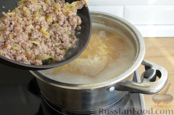 Фото приготовления рецепта: Суп с чечевицей и мясным фаршем - шаг №12
