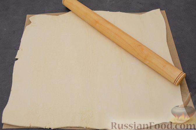 """Фото приготовления рецепта: Пирог """"Ель"""" из слоёного теста, с какао и корицей - шаг №4"""