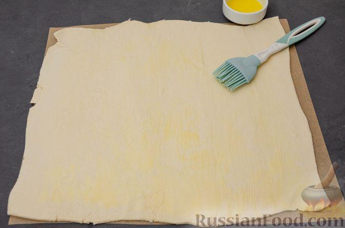 """Фото приготовления рецепта: Пирог """"Ель"""" из слоёного теста, с какао и корицей - шаг №5"""