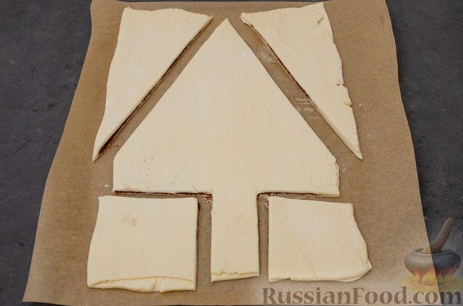 """Фото приготовления рецепта: Пирог """"Ель"""" из слоёного теста, с какао и корицей - шаг №8"""