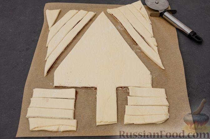 """Фото приготовления рецепта: Пирог """"Ель"""" из слоёного теста, с какао и корицей - шаг №9"""