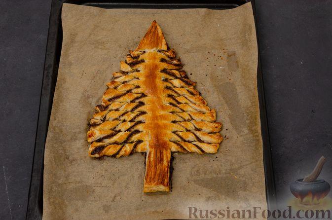 """Фото приготовления рецепта: Пирог """"Ель"""" из слоёного теста, с какао и корицей - шаг №14"""