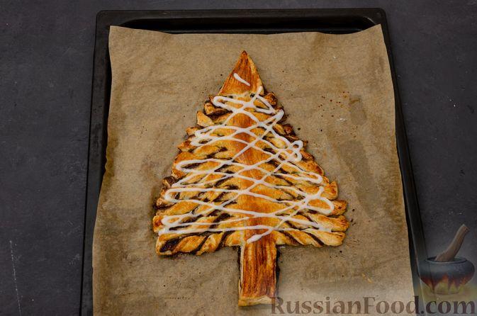 """Фото приготовления рецепта: Пирог """"Ель"""" из слоёного теста, с какао и корицей - шаг №17"""
