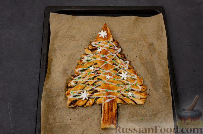 """Фото приготовления рецепта: Пирог """"Ель"""" из слоёного теста, с какао и корицей - шаг №18"""