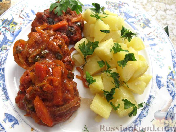 Фото к рецепту: Запечённые рубленые котлеты из куриной печени в томатном соусе