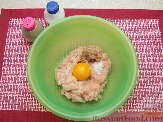 Фото приготовления рецепта: Суп с куриными фрикадельками и пшеном - шаг №2